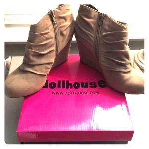 Dollhouse Wedge Bootie size 6.5
